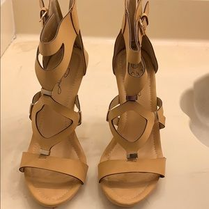 Natural criss cross with gold buckle heels